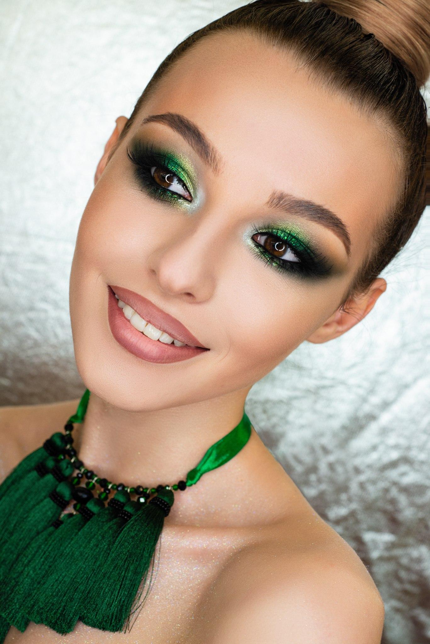 макияж вечерний фото не очень яркий помощью этого метода